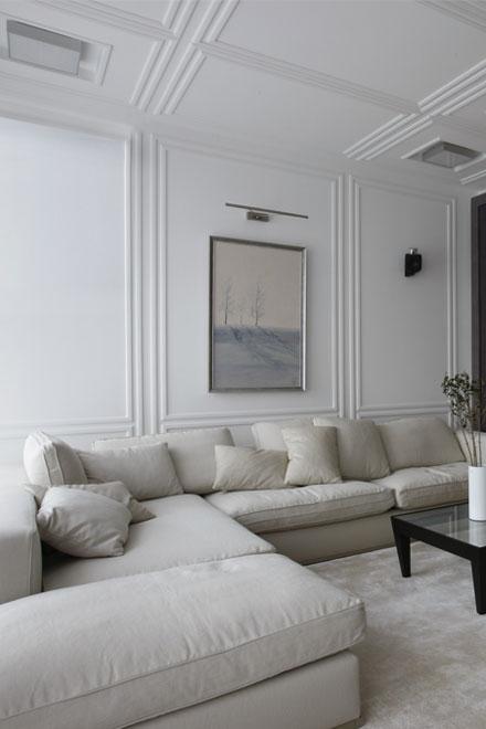 белая гостиная. Традиционные натуральные материалы.